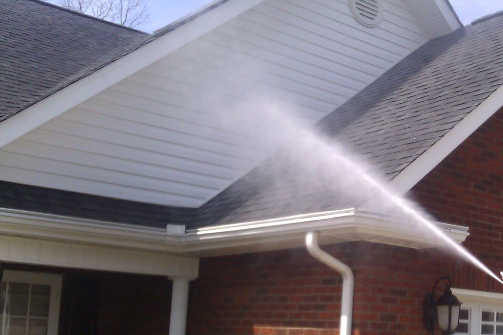 Soft wash cleaning a house in Jacksonville, FL